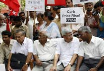 Left parties protest price rise