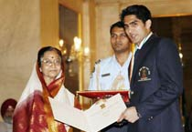 Prez confers Khel Ratna Awards