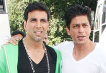 SRK on the sets of <em>Blue</em>