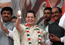 Sonia holds rally in Mumbai