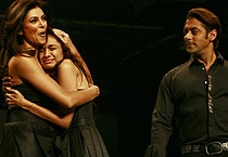 Sush, Salman walk ramp for Sanjana Jon