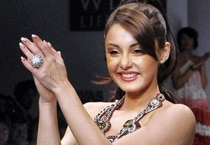 Minissha on ramp for Hemant & Nandita