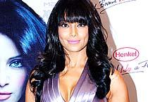 Bipasha's hot new look!