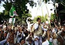 Farmers protest rise in sugarcane prices