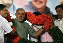 Narendra Modi holds rally in Thane