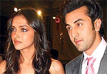 Is Farhan behind Deepika-Ranbir's break-up?