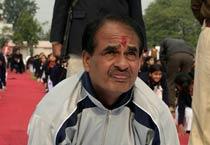 MP CM practices yoga