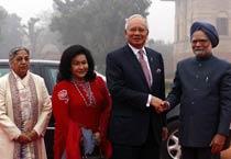 Manmohan Singh welcomes Malaysian PM