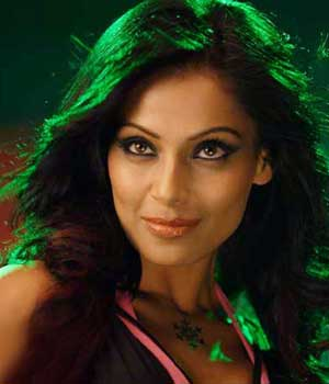 Sexy Bipasha turns 35