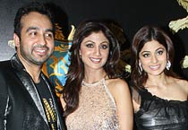Shilpa launches Club Royalty