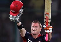 Warner leads Delhi to victory