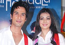 Shahid, Ayesha go back to school!