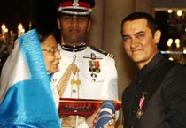 Aamir, Rahman receive Padma awards