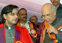 Tharoor vs Modi