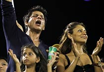 SRK, Gauri cheer for KKR