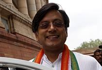 Tharoor bats for Kerala