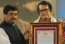 Manoj Kumar gets Raj Kapoor Award