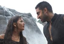 <i>Raavan</i>: Ash, Abhi get wet & wild