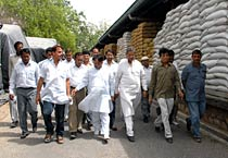 Leaders inspect wheat godown in Jaipur