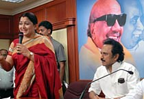 Actor Khushboo joins DMK