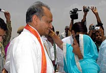 Gehlot attends college foundation ceremony