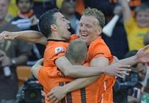 Netherlands beat Denmark 2-0