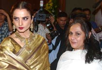 Rekha, Jaya patch up!
