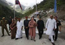 Sonia Gandhi lays foundation stone of Rohtang-Ladakh tunnel