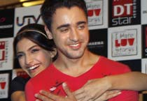 Sonam Kapoor, Imran Khan promote <em>I Hate Luv Storys</em>