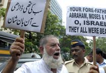 Mumbai: Muslims protest outside consulate of Israel