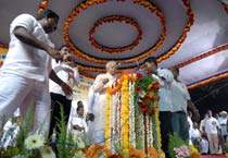 Laloo visits Chennai, audio of <em>Vamsam</em> released