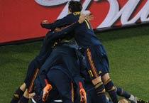 Villa scores, Spain in semis