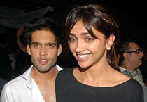 Deepika, Siddharth spotted at Arpita's birthday bash