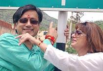 Tharoor, Sunanda visit Ajmer