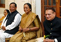 Meira Kumar dines with former Speakers