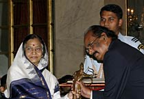 President Patil gives away Arjuna awards