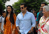 Salman and Sonakshi promote Dabangg in Jaipur