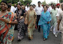 BJP leader Vasundhara Raje and supporters court arrest in Jaipur