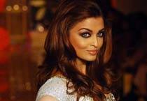 Aishwarya sizzles at HDIL India Couture Week