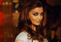 Aishwarya sizzles at HDIL India Couture Week