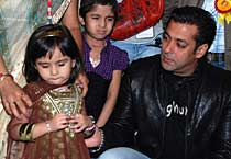 Salman, Dia's day out with kids