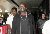 Akon to record a song for SRK's Ra.One