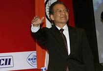 Jiabao attends CII function