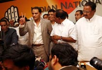 Azharuddin joins Congress
