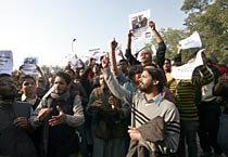SFI activists protest outside Egyptian Embassy in Delhi