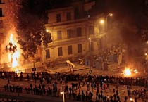 Egypt: Mubarak's supporters and opponents clash