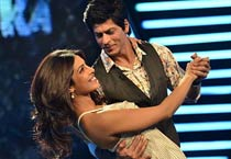 SRK woos Priyanka on the sets of 'Zor Ka Jhatka'
