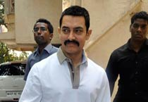 Aamir Khan celebrates birthday with the media