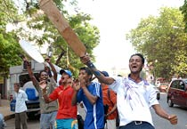 Mumbai goes Cricket crazy