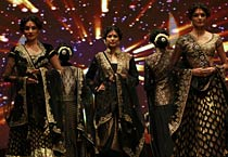 Vikram Phadnis collections showcased in Mumbai